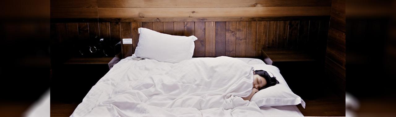 علم توضیح می دهد؛ چرا خوابیدن در اتاق سرد برای سلامتی خوب است