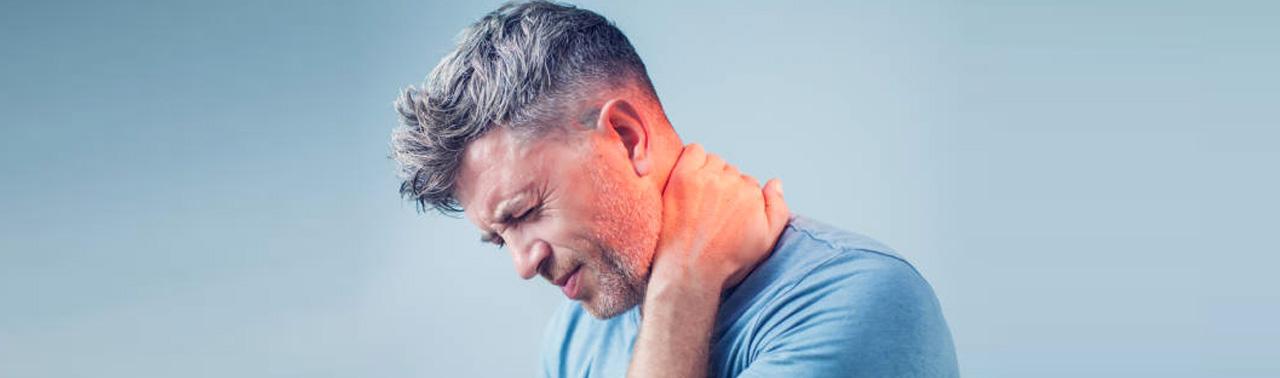 ۸ راهکار موثر درمان درد گردن و شانه در خانه