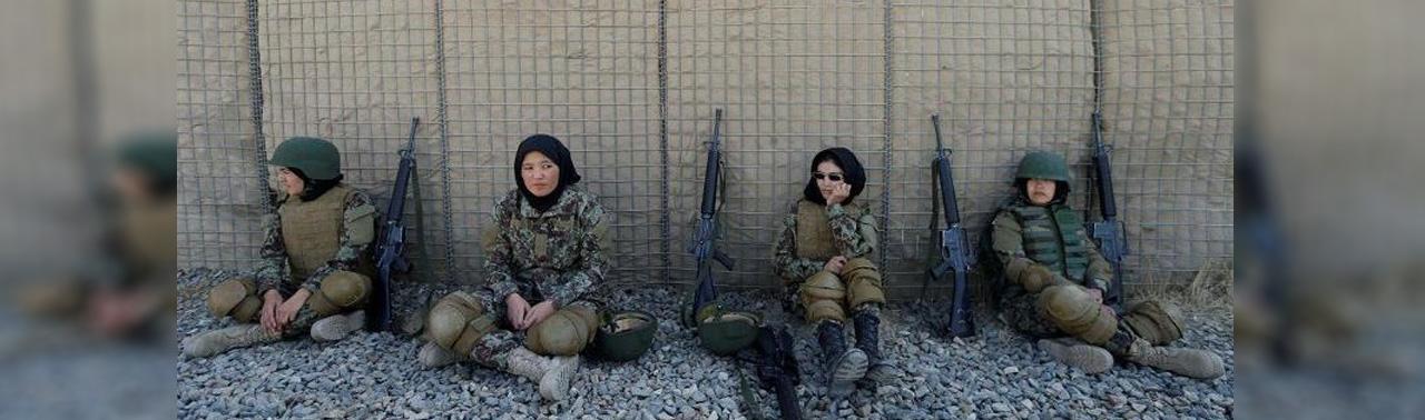 افزایش تلفات حمله بر موتر حامل منسوبین زن ارتش در بلخ؛ ارگ: حضور زنان در نیروهای امنیتی سرمایه ملی است