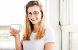 نوشیدن آب با معده خالی: یک ماه با معده خالی آب بنوشید تا معجزه آن را ببینید