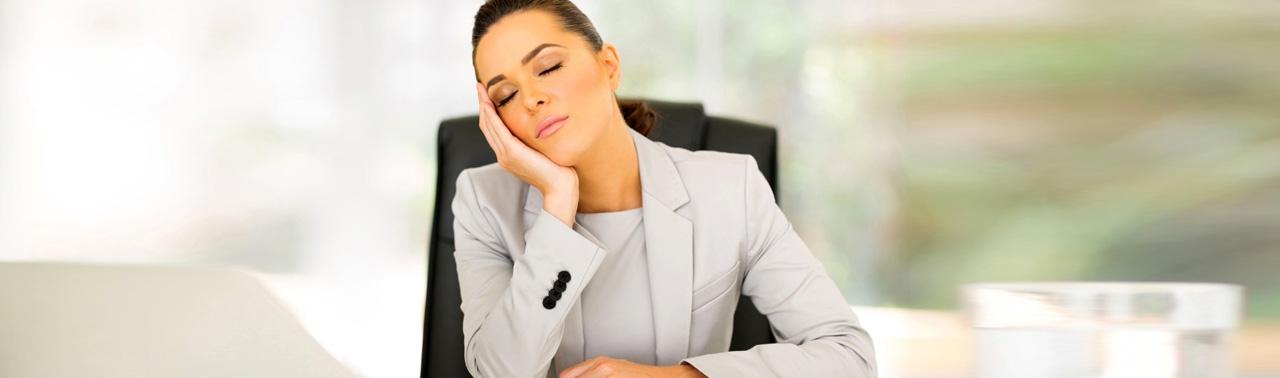 ۷ دلیل خواب آلودگی بعد از غذا و راه های جلوگیری از آن