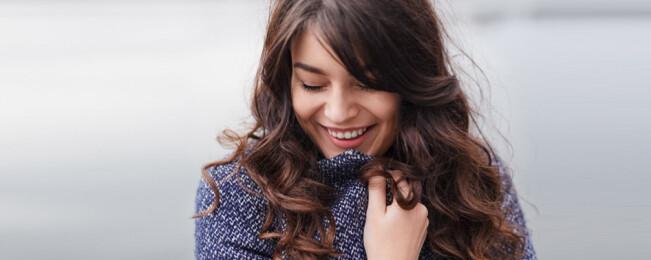 ۱۰ نشانه که یک زن واقعا دوست تان دارد