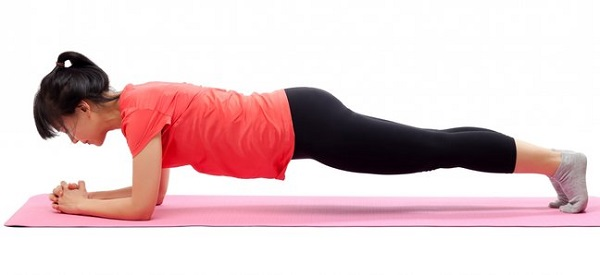 تمرین پلانک برای داشتن شکم صاف و در نتیجه اندام بی نقص بسیار تاثیر گذار است.