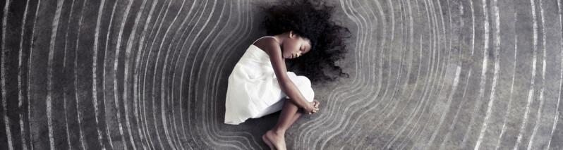 ۶ نشانه که کودک درون تان زخمی است