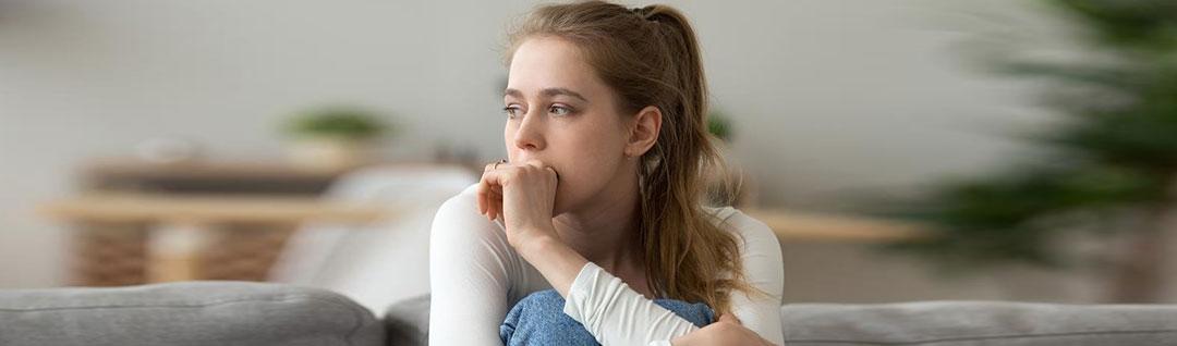 از مشکلات گوارشی تا افزایش وزن؛ ۱۱ تاثیر غم و غصه بر بدن
