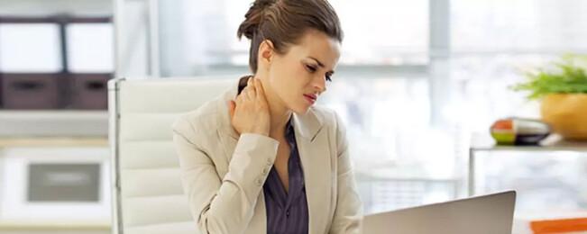 درمان گرفتگی گردن: ۱۰ تکنیک که از شر خشکی و درد گردن خلاص شوید
