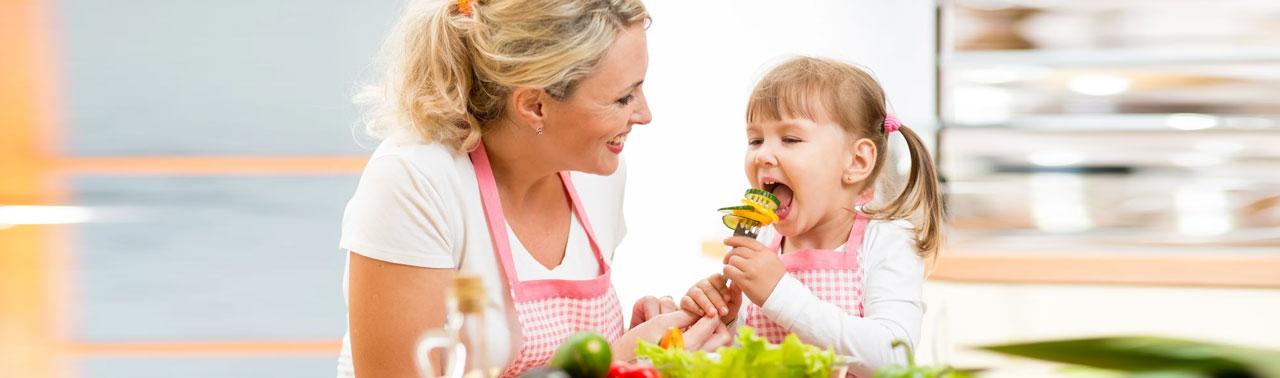 تغذیه سالم برای کودکان: ۱۰ توصیه برای آنکه کودکان سالم غذا خوردن را بیاموزند