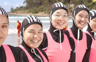 با اولین تیم نجات غریق کاملا افغان در استرالیا که همه اعضایش دختران هستند آشنا شوید