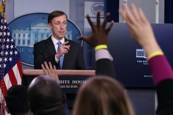سالیوان طی یک کنفرانس خبری در کاخ سفید در 4 فبروری سوالات خبرنگاران را پاسخمیدهد.