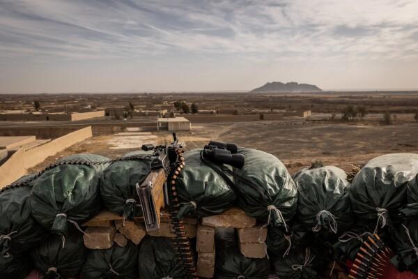 چشم انداز مناطق مورد منازعه طالبان در یک ایستگاه امنیتی حکومتی در حاشیه ولسوالی پنجوای در قندهار، جنووری. جیم هویلبروک برای نیویورک تایمز