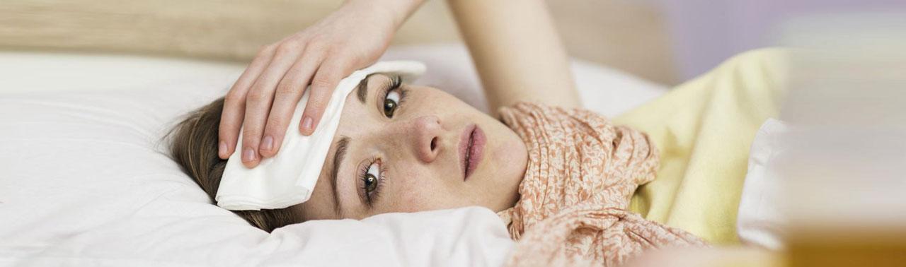 ۲۸ روش پایین آوردن تب بدون دارو که واقعا موثر هستند