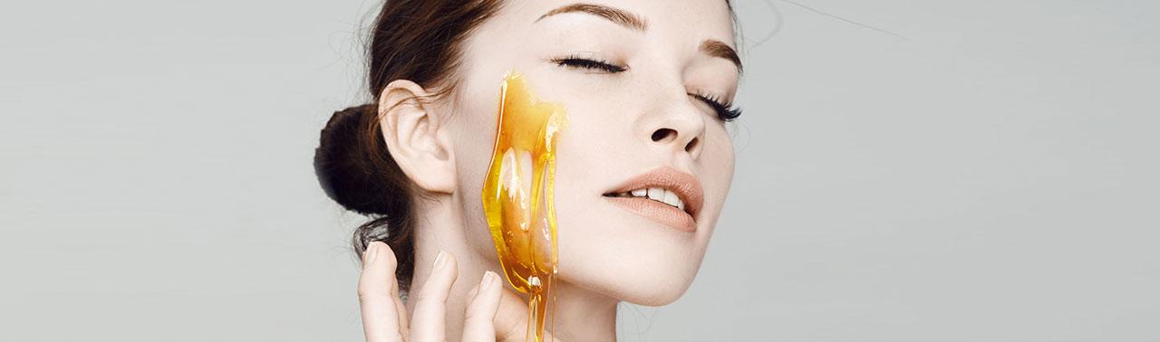 از بین بردن آکنه با عسل: ۶ گام ساده برای درمان جوش و آکنه با عسل