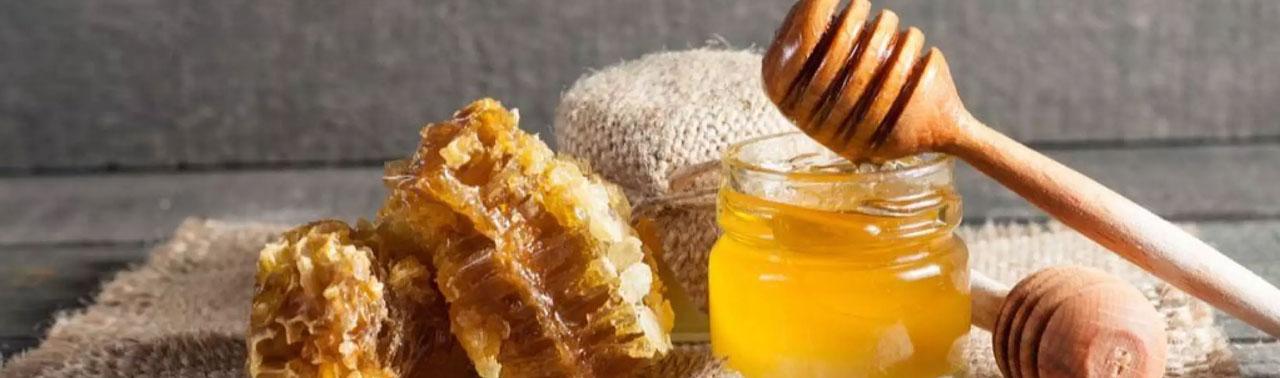 از بین بردن جای زخم با عسل: ۲ گام ساده که جای زخم را با استفاده از عسل محو کنیم