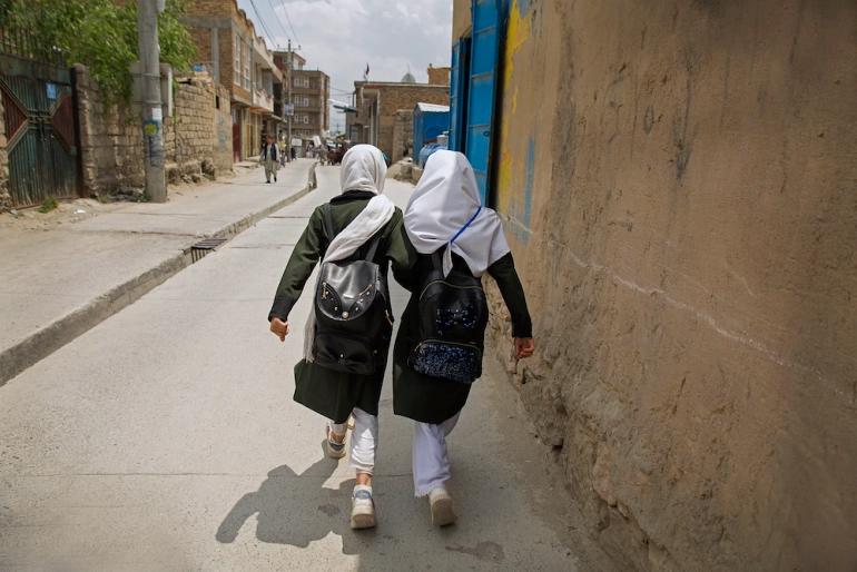 برخی خانواده ها در دشت برچی می گویند که برای تشویق فرزندان شان به ویژه دختران برای بازگشت به مکتب بعد از حمله ماه می تلاش زیادی کرده اند.