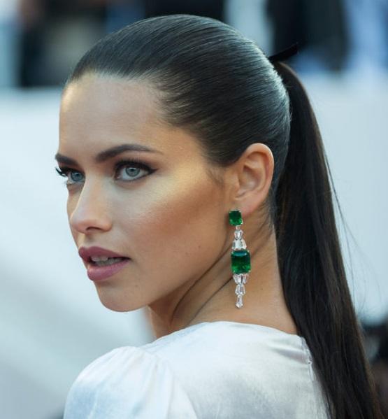 زنان برزیلی با زیبایی خیرهکننده خود، به خوشمشرب بودن و آگاهی از سنتها معروف هستند