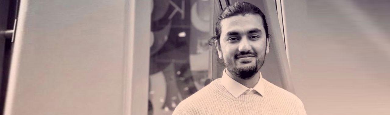 پناهنده افغان که کنار بزرگراه پیدا شده بود، در رشته معماری فارغ التحصیل شد