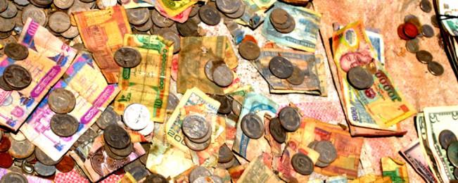 کارزار منع استفاده از ارز خارجی؛ آیا روند تازه باعث ثبات ارزش پول افغانی خواهد شد؟