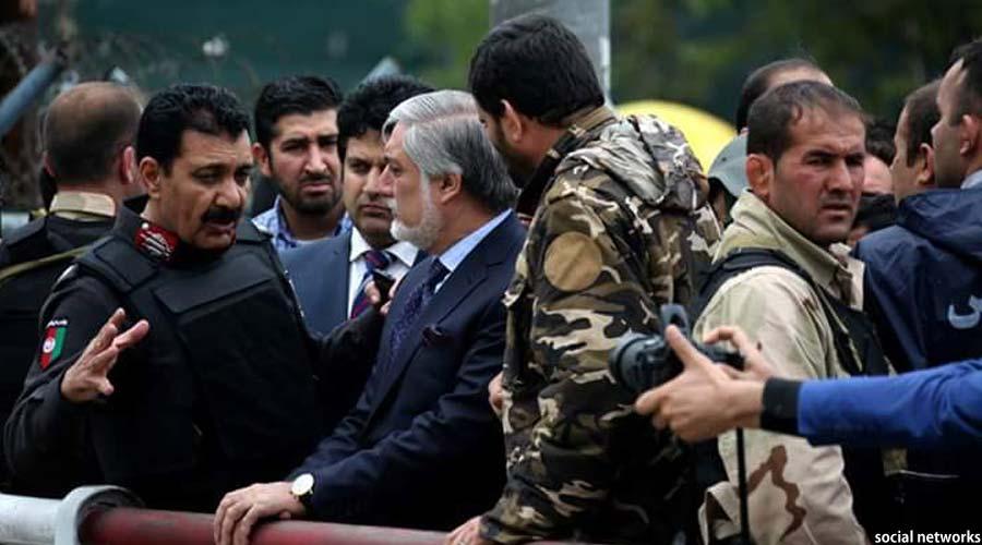 رییس اجراییه افغانستان، ساعاتی پس از وقوع حمله انتحاری از محل رویداد بازدید کرد
