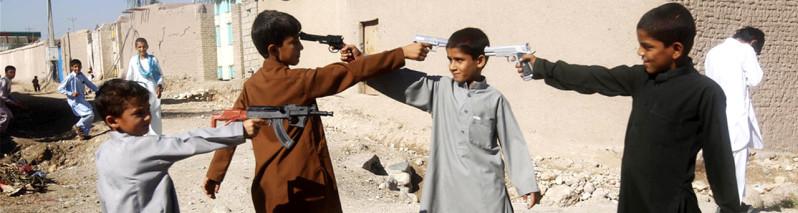 کودکان مسلح؛ ۱۲ تصویر شوکه کننده کودکان افغان با سلاح