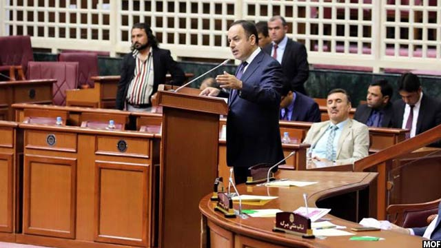 اکلیل حکیمی، وزیر مالیه افغانستان در پارلمان این کشور