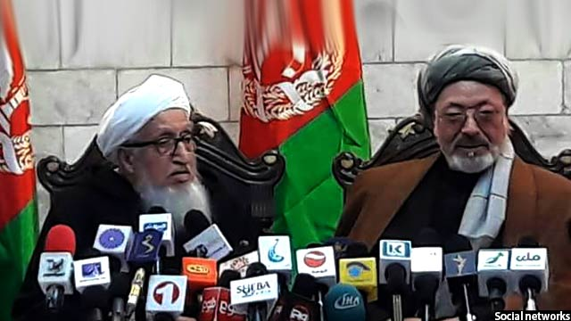 کریم خلیلی و صبغت الله مجددی به نمایندگی از شورای احزاب جهادی و ملی در این کنفرانس حرف زندند