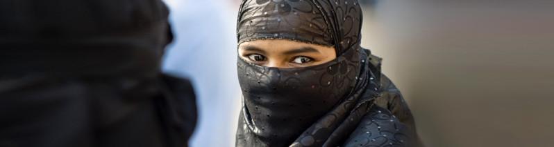 زیبایی پرهزینه؛ استفاده از لِنز و ریسک بینایی در افغانستان