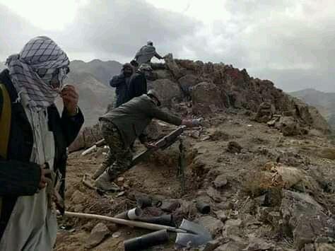 گروه طالبان پیش از حمله بر این دو ولسوالی در ولایت غزنی با ارسال نامههای پیهم به باشندگان این ولسوالیها، گفتهبودند که «یا تسلیم شوید، یا میجنگیم»، اما ساکنان این دو ولسوالی به فرمان این گروه گردن ننهاده بودند