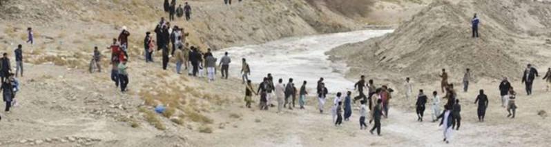 شادی مردم نیمروز؛ آب هیرمند پس از ۱۹ سال به تالاب خشکیده هامون رسید