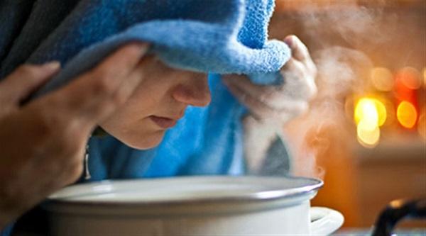 برای سرفهی تَر که با خلط همراه است، بخور (بخار آب داغ) یکی از بهترین درمانهاست.