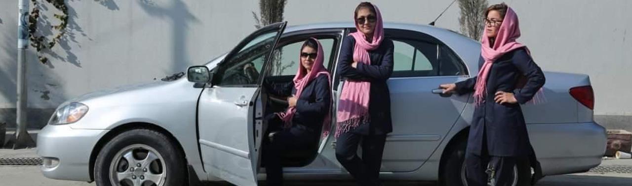 تکسی گلابی؛ خدمات نقل و انتقال ویژه زنان در پایتخت افغانستان
