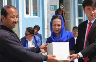 نیکوکاری در زمانه کرونایی(۵)؛ همیاری زوج دیگر نماد تغییر نسلی در افغانستان