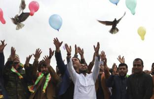 شری بخیزد که به خیری ما باشد؛ آیا ممکن است کرونا به افغانستان صلح بیاورد؟