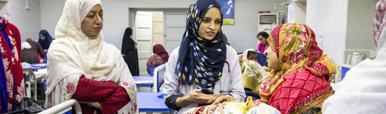 در خط مقدم نبرد با کرونا؛ سلیمه رحمان، پزشکی از جامعه ترکمن افغانستان در مسیر بزرگ خدمت به پناهندگان افغان در پاکستان