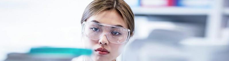 نتایج مثبت واکسن آسترازنکا: اشتباهی که منجر به کشف مهمی در تولید واکسن کرونا ویروس شد