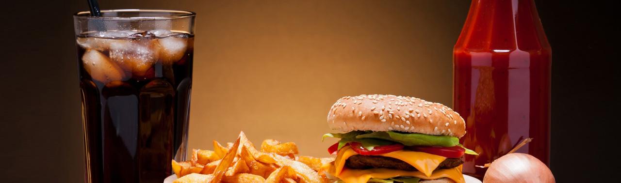 ۸ ماده غذایی که باعث می شوند پیرتر به نظر برسید