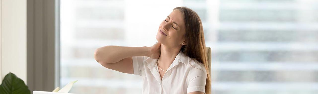 درمان خانگی گردن درد: ۴ تمرین ساده که از این درد آزاردهنده خلاص شوید