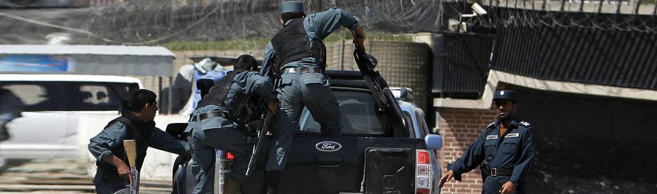 ادامه ناامنی ها در کابل؛ ۸ نیروی پولیس در حمله افراد مسلح کشته و زخمی شدند