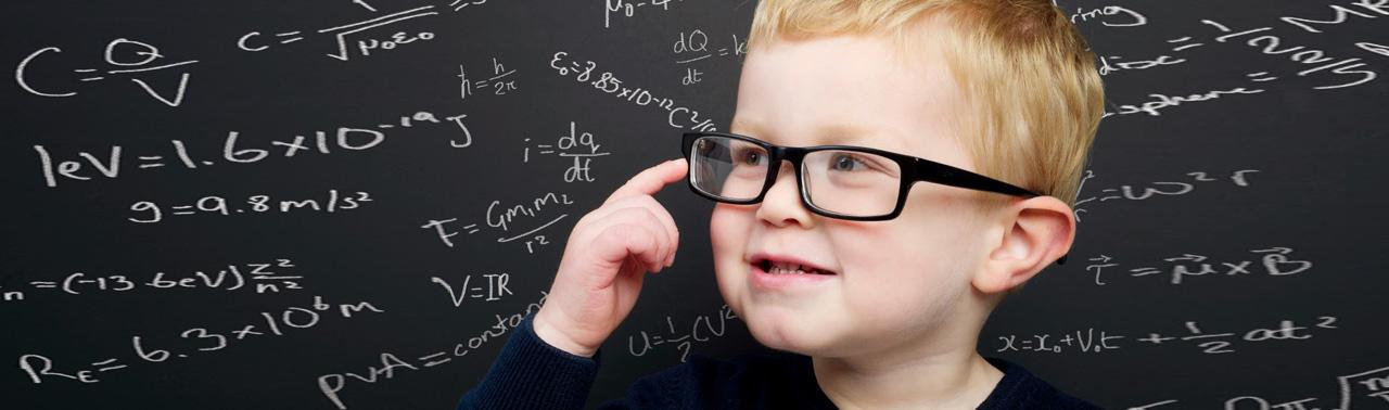 ۱۰ نشانه که کودک تان بسیار باهوش است