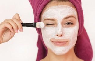۱۰ ماسک سفت کننده پوست صورت که بسیار موثر هستند