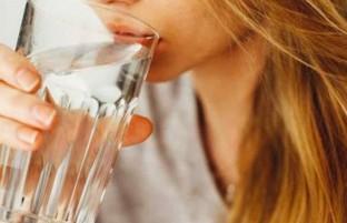 نوشیدن آب چطور باعث کاهش وزن میشود؟