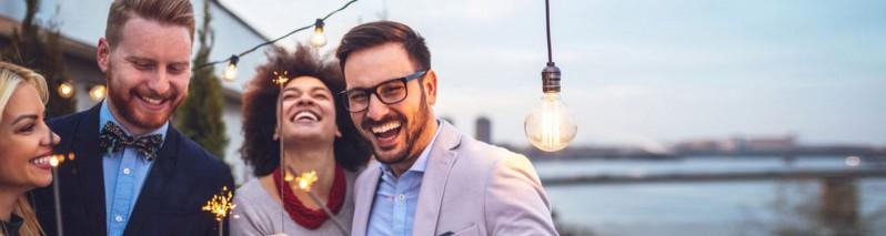 ۷ راهکار علمی که کمک میکنند شادتر باشیم