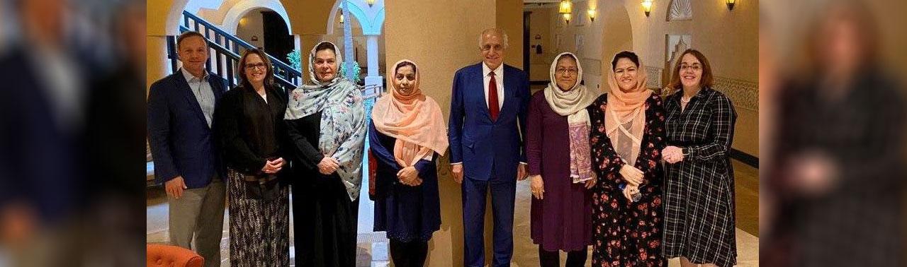 خلیلزاد در دوحه؛ نماینده خاص امریکا با اعضای زن هیئت مذاکره کننده حکومت دیدار کرد