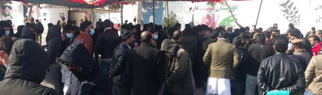 تنقیص در وزارت معادن و پترولیم؛ کارمندان در مقابل وزارت خیمه تحصن برپا کردند