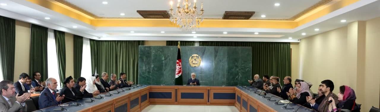 دیدار هیئت مذاکره کننده با رییس شورای مصالحه؛ عبدالله: محل برگزاری مذاکرات نباید مانع گفتوگوهای صلح شود