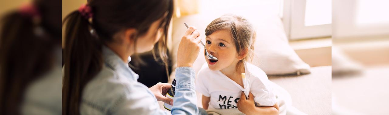 ۶ اشتباه دارویی که والدین در قبال کودک شان مرتکب میشوند