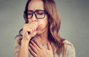 راه درمان سرفه: ۲۲ برترین انواع درمان های خانگی که سرفه تان را ریشه کن می کند
