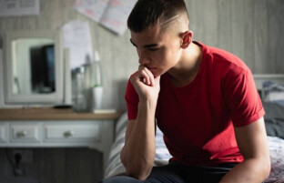۱۰ مهم ترین مشکلات روانشناختی که به دلیل اشتباهات والدین بروز میکند