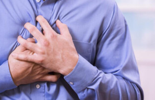 چگونه وقتی تنها هستیم از حمله قلبی جان سالم به در ببریم