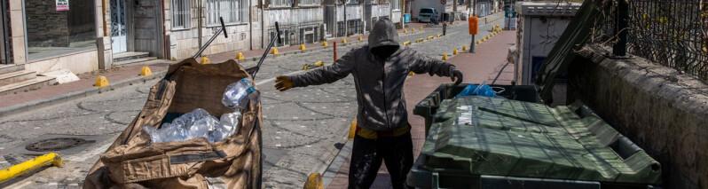 افغانهای گریزان از خانه، دون پایه ترین مشاغل را در استانبول دارند