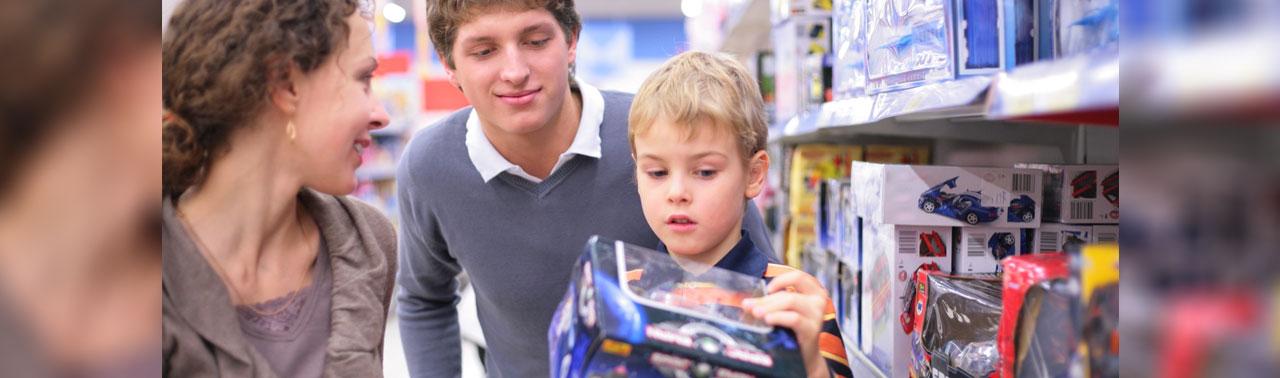 ۷ رفتار اشتباه والدین که سبب میشود فرزندشان در بزرگسالی آدم هایی خوشحال نباشند